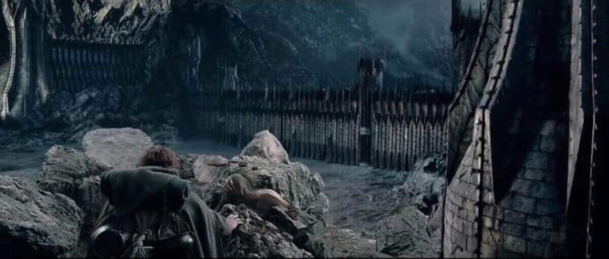 image of black gate of mordor from lord of the rings